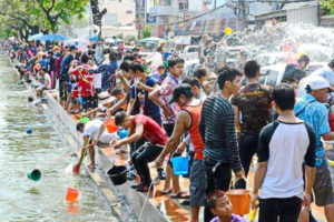 Throwing water on the Chiang Mai canal during Songkran